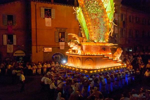 Сентябрьские праздники и красочные фестивали