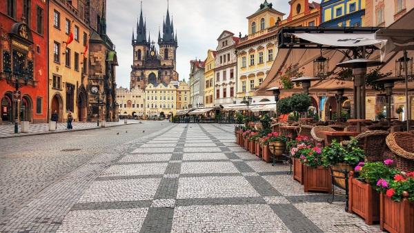 Самолеты каких авиакомпаний летают в Прагу?