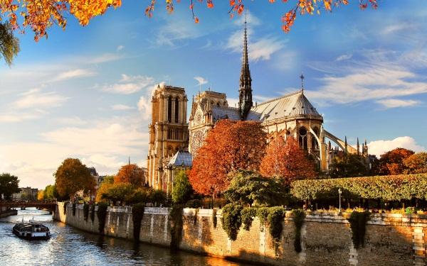 Где провести время в Париже?