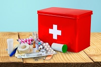 Поездка к морю: какие лекарства брать с собой на отдых с ребенком?