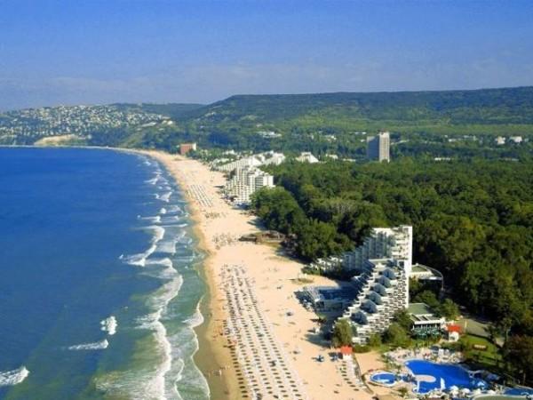 побережье летом