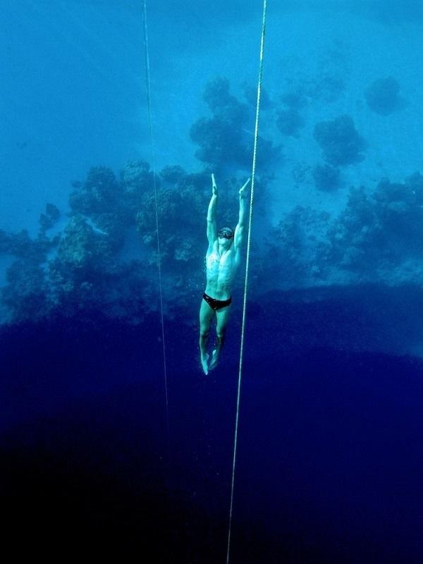 Голубая дыра Дина на Багамских островах и кладбище дайверов - фото (сезон)