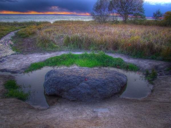 Синий камень в окрестностях поселения