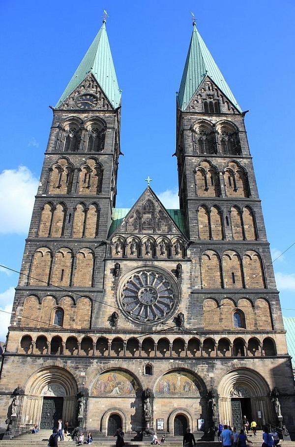строение Бременского собора