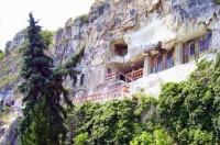 Болгарский монастырь Аладжа в отвесной скале