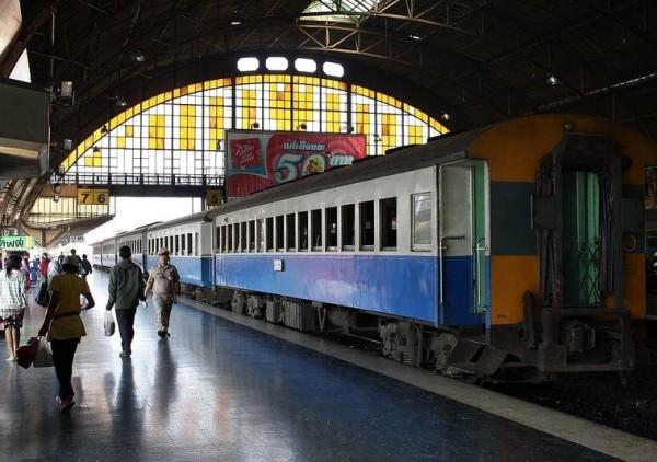 поезд до Сураттхани, автобусное и паромное сообщение