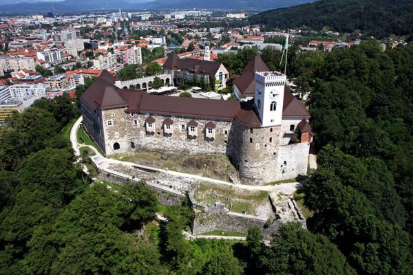 фото и описание замка в столице