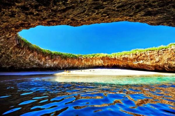 скрытый пляж Плайя-дель-Амор