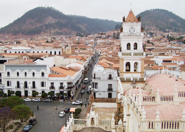 Города Боливии Ла-Пас и Сукре на карте мира: где находятся и фото флага (сезон)