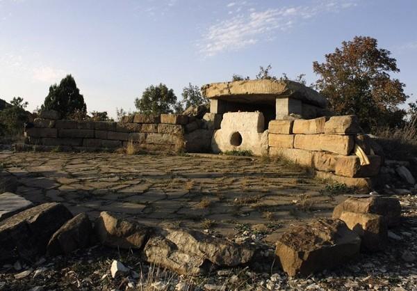 культовые сооружения - дольмены