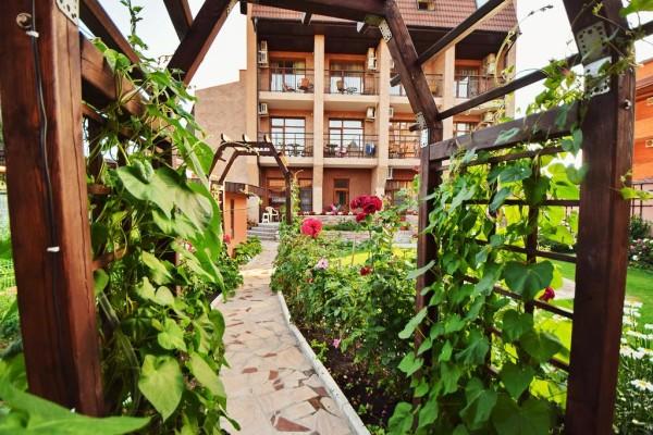 Дивноморск: отели с бассейном, гостиницы на берегу моря и гостевые дома (сезон)