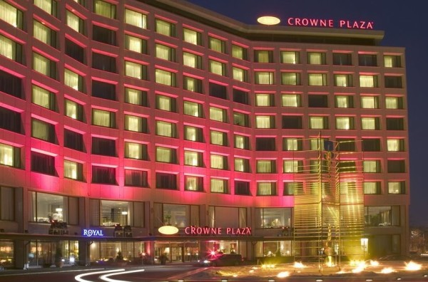 здание Crowne Plaza