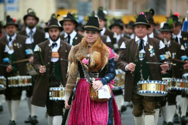 главное традиционное шествие