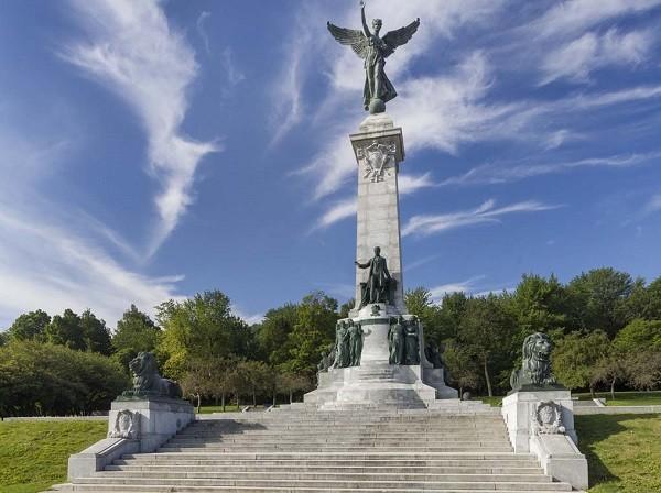 Памятник Жоржу-Этьену Картье