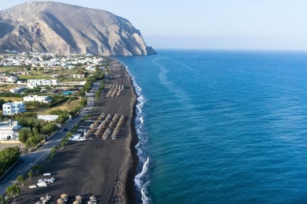 черный берег Периссы