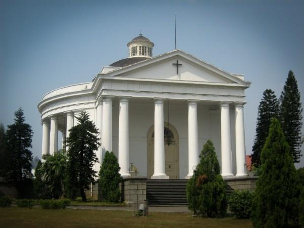 объект религии - церковь святого Эммануила