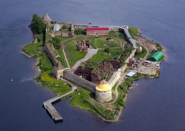 замок Орешек в Кировском районе